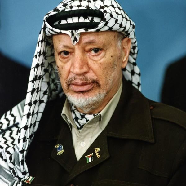 (GERMANY OUT) Arafat, Yassir *24.08.1929-11.11.2004+Politiker, Terrorist, PalaestinaVorsitzender der PLO 1969-2004Praesident der palaest. Autonomiegebiete 1996-2004Friedensnobelpreis 1994- Halbportrait (Photo by P/F/H/ullstein bild via Getty Images)